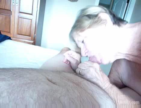 GETTING CUM ALL OVER THE BED